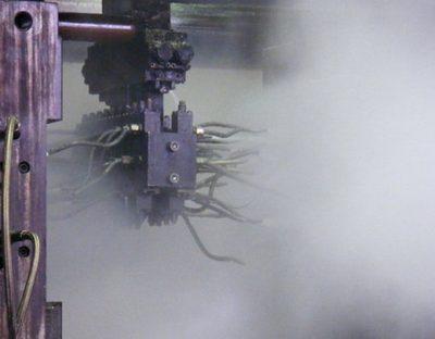 Le processus de coulée produit souvent des fumées grasses, huileuses et pâteuses qui, si les matériaux filtrants ne conviennent pas, conduiraient rapidement à la fermeture du filtre et donc à des coûts de suivi et de remplacement élevés.