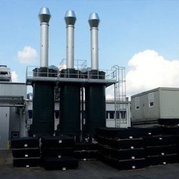 Gummiwerk Kraiburg installe un système de filtre hybride KMA composé d'un précipitateur électrostatique, d'un échangeur de chaleur et d'un filtre à charbon fin.
