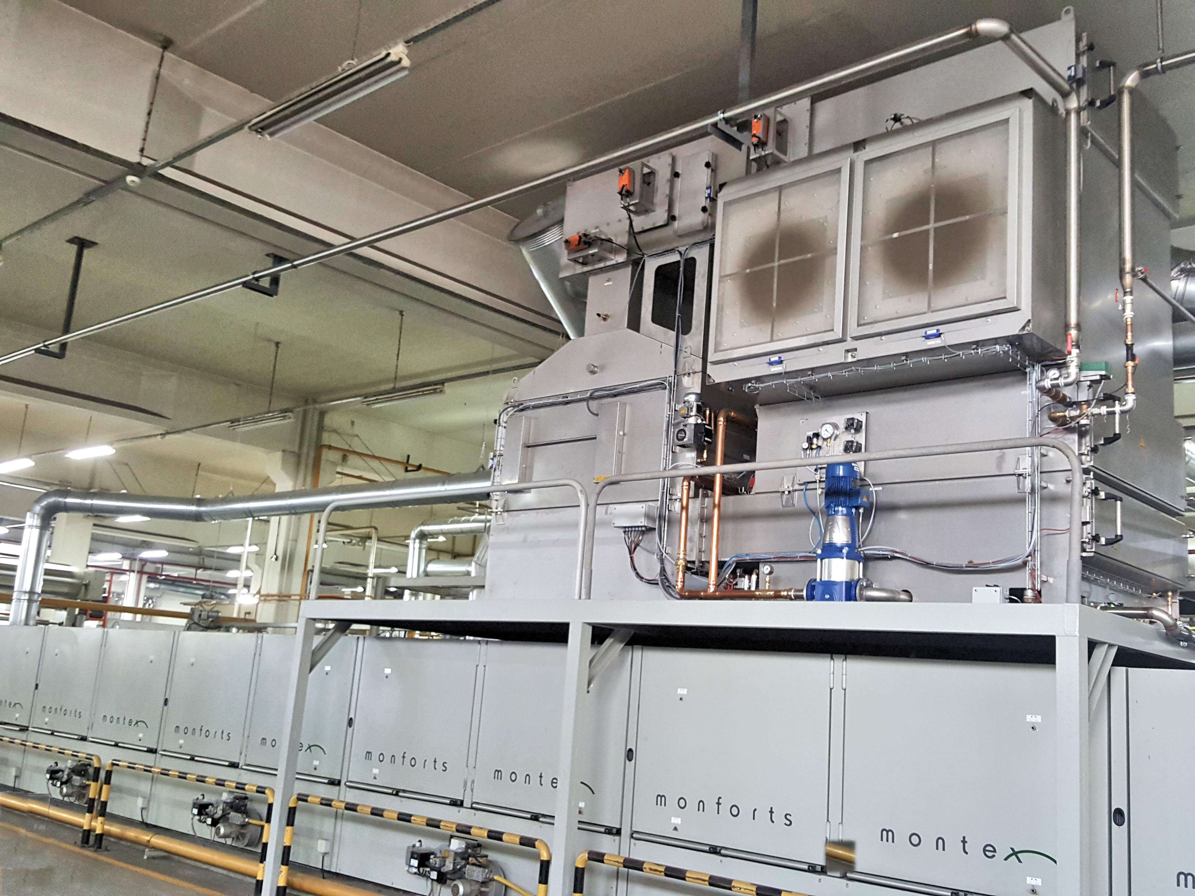 Le système de filtre à air d'échappement KMA est installé sur un cadre de serrage de Monforts