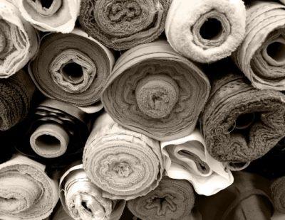 Systèmes de filtration d'air d'échappement et récupération de chaleur pour le traitement des textiles